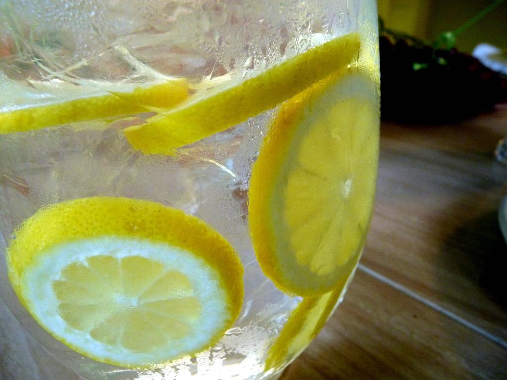 beber agua de limón para perder peso